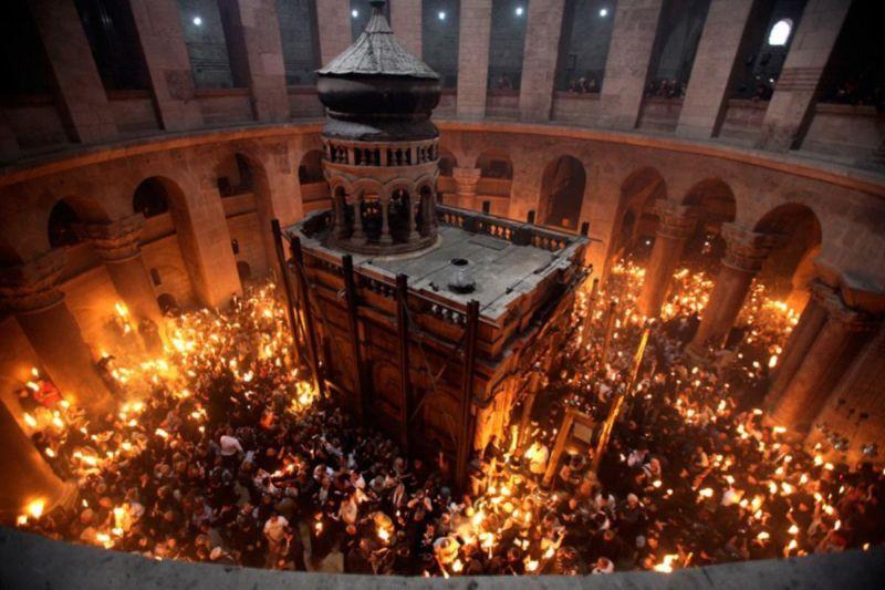 Lumina Sfânta de la Ierusalim – Minune sau Înşelatorie?