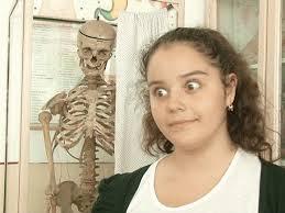 Elevii de la o școală din România învață anatomie pe scheletul unui fost director