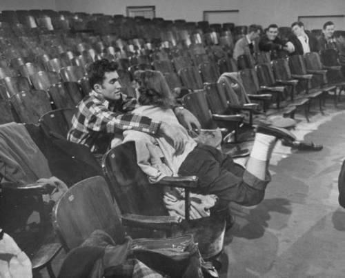 Ce probleme aveau tinerii in comunismul anilor '50