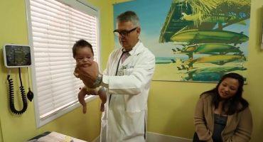 Un doctor îți arată cum faci bebelusii sa nu mai planga în doar câteva secunde