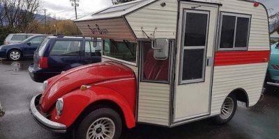 Rulota Volkswagen construită în anii '70 care atrage priviri de fiecare dată