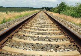 De ce sunt pietre pe calea ferată?