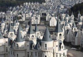 Misterul orașului fantomă cu peste 500 de castele de lux
