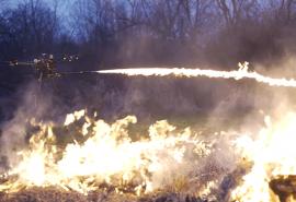O companie vinde publicului drone care aruncă flăcări