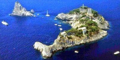 Insula care se aseamănă perfect cu un delfin