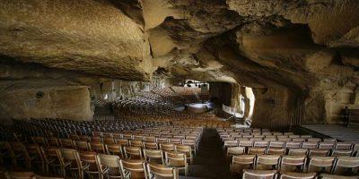 Mănăstirea situată într-o peșteră