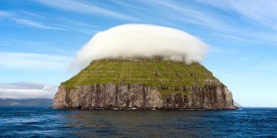 Misterul insulei care este acoperită tot timpul de un nor