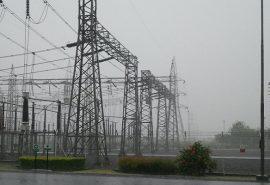 De ce liniile electrice nu fac scurtcircuit din cauza apei de ploaie?