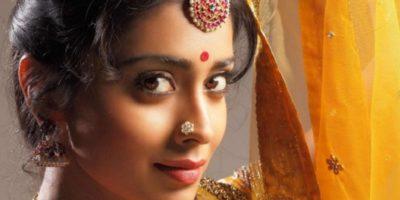 De ce indienii își pun puncte roșii în frunte?