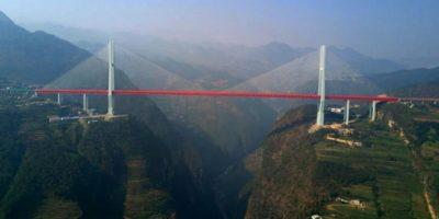 Cel mai înalt pod din lume - cu mașina la 564 de metri deasupra râului