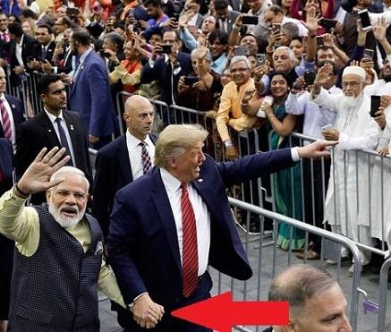De ce bărbații din India se țin de mână?