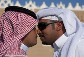 De ce bărbații arabi își ating nasurile când se întâlnesc?