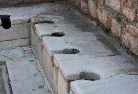 Ce foloseau oamenii din Roma Antică în loc de hârtie igienică?