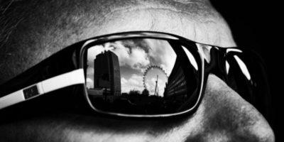 De ce persoanele nevăzătoare poartă ochelari de soare?
