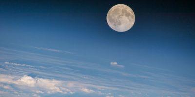 De ce vedem doar o singură parte a Lunii