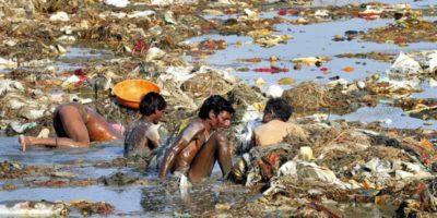 De ce indienii poluează fluviul Gange?