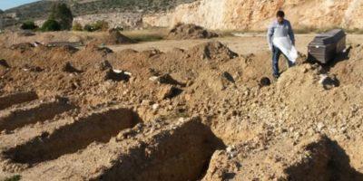 De ce grecii își dezgroapă morții după 5 ani și îi spală cu vin?