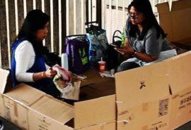 De ce mii de femei din Hong Kong dorm pe stradă în cutii?