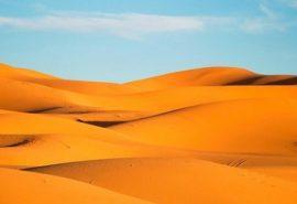 Care este grosimea stratului de nisip din deșert?