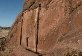 """Misterul de la Aramu Muru: unde duce misterioasa """"ușă"""" din stâncă?"""
