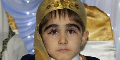 Cum arată băiatul cu cele mai lungi gene din lume