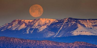 De ce Luna este atât de mare la orizont?