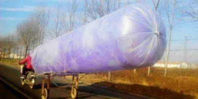 Cârnații cu aer: ce transportă chinezii în aceste pungi imense