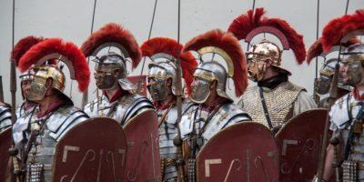 De ce romanii purtau căști cu creastă?