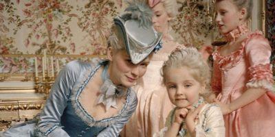 """De ce reginele erau obligate să nască copiii """"cu spectatori'?"""
