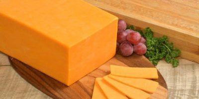 De ce brânza cheddar este portocalie?