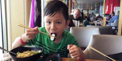 De ce est-asiaticii mănâncă cu bețișoare?