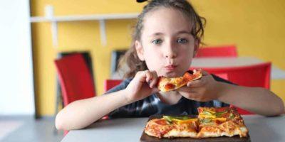De ce este important să mestecăm bine mâncarea?