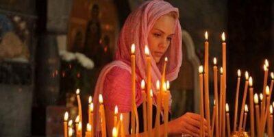 De ce femeile își acoperă capul în biserică?