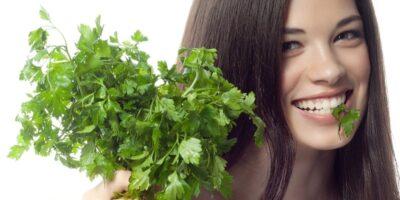 7 motive ca să consumi pătrunjel în fiecare zi