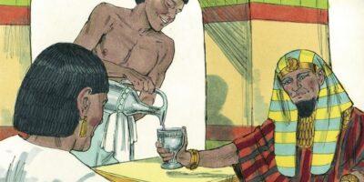 În Egiptul antic, sclavii erau unși cu miere pentru a proteja faraonul de muște