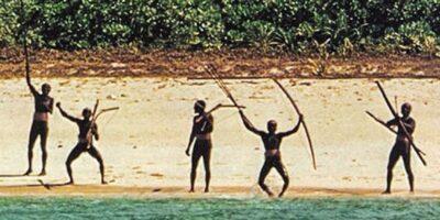Faceți cunoștință cu tribul izolat care atacă și ucide pe oricine se apropie