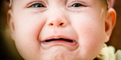 Ce se întâmplă dacă ignori un bebeluș care plânge?