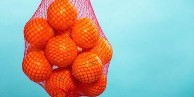 De ce portocalele sunt vândute în plase roșii. Motivul este incredibil