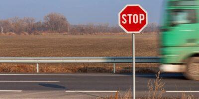 De ce semnul STOP are opt laturi?