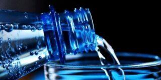 Este adevărat că trebuie să bei doi litri de apă pe zi? 5 mituri despre apă