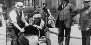 Prohibiția   De ce a fost interzis alcoolul în SUA timp de 13 ani?